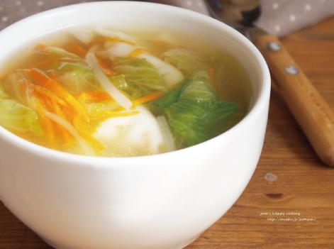 やすまるだしで餃子スープ