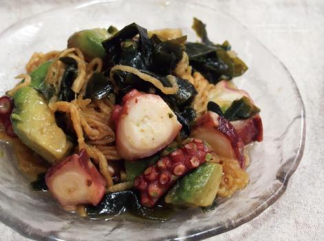 蛸とアボカドの酢の物