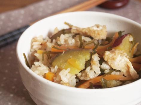 切り昆布と薩摩芋の炊き込みご飯