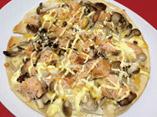 だしパックを使用したきのこと秋鮭の和風ピザのレシピ画像
